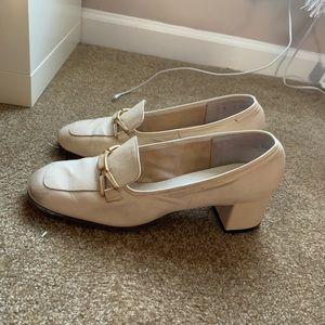 Vintage & chic cream loafer heels